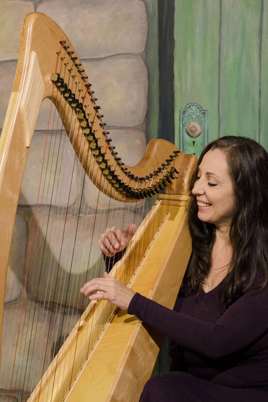 Mehlinda Heart harp teacher